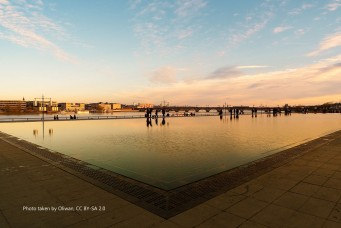 Property in Bordeaux - water mirror